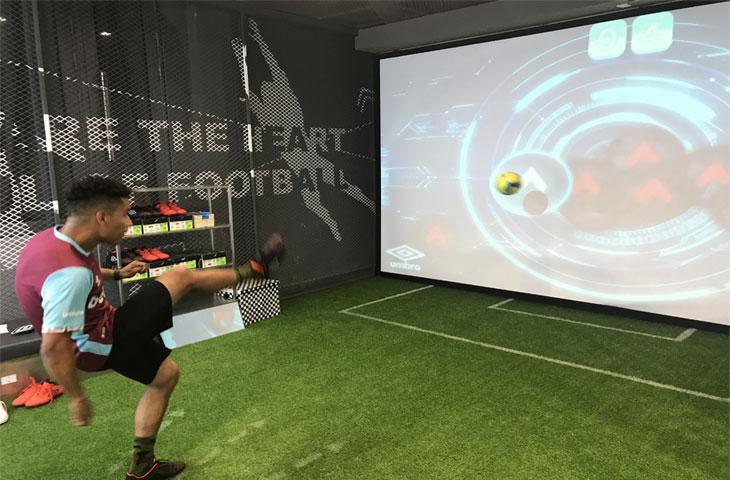 茵宝墙面互动足球体验